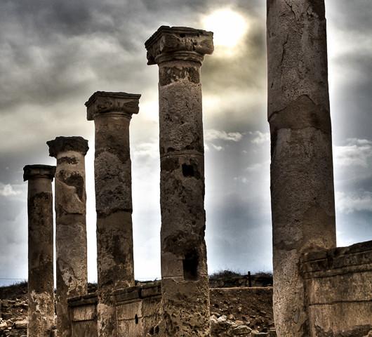 Cinq colonnes à la une